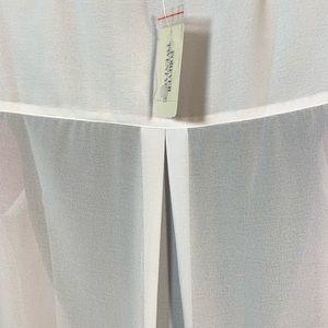 Forever 21 Tops - White sleeveless ruffle front blouse